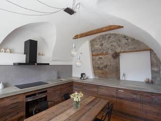 Vault House BEARprogetti - Architetto Enrico Bellotti Cucina in stile rustico