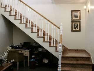 Almacén de Carpintería Gómez Corridor, hallway & stairsStairs