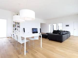 Exclusiver Bungalow mit hochwertiger Ausstattung in Lichtenfels:  Wohnzimmer von wir leben haus - Bauunternehmen in Bayern