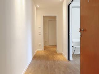 Appartamento : Ingresso & Corridoio in stile  di stefania talevi