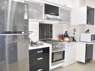 Kitchen:  Kitchen by Shrishti Associates