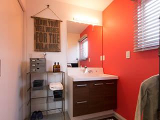 Phòng tắm by オレンジハウス