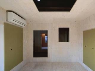 椹木町通の町家 荒谷省午建築研究所/Shogo ARATANI Architect & Associates クラシックデザインの 書斎 合板(ベニヤ板) 緑