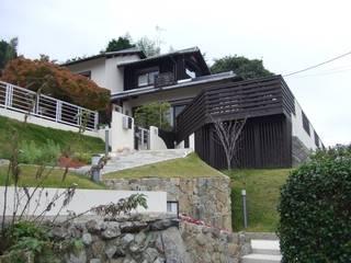 (仮称)緑豊かな郊外に建つ和モダンの住まい: やまぐち建築設計室が手掛けた家です。
