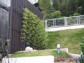 (仮称)緑豊かな郊外に建つ和モダンの住まい: やまぐち建築設計室が手掛けた庭です。