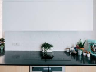 Scandinavian style kitchen by CROSBY STUDIOS Scandinavian