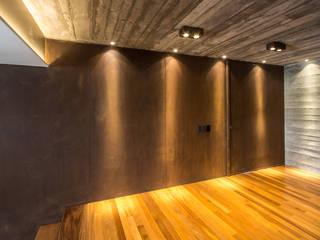 Paredes y pisos de estilo rústico de Belas Artes Estruturas Avançadas Rústico