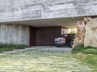 Projekty,  Drzwi do garażu zaprojektowane przez Belas Artes Estruturas Avançadas