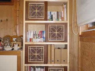 ダイニングキッチンとリビングに合わせた収納家具 クラシックデザインの リビング の 木工房玄翁屋 クラシック