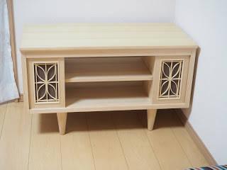 カウンター棚とお揃いのテレビボード: 木工房玄翁屋が手掛けたクラシックです。,クラシック