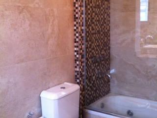 ARQUITECTA MORIELLO Modern Bathroom