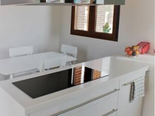 Vivienda unifamiliar rústica: Cocinas de estilo  de mh11arquitectos