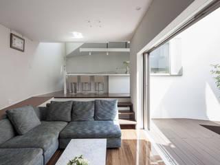 前田敦計画工房 Salones de estilo moderno