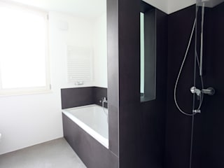 Neubau an der Himmelsbachseidlung Bingen Kempten Minimalistische Badezimmer von Neugebauer Architekten BDA Minimalistisch