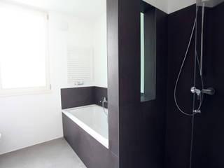 Baños minimalistas de Neugebauer Architekten BDA Minimalista