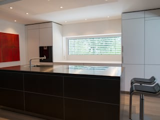   bulthaup   b3   alu grau   laminat alpinweiß   edelstahl  :   von Küchen Dross und Schaffer