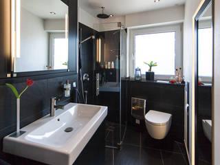 Gäste - Bad: moderne Badezimmer von Minderjahn die Badgestalter