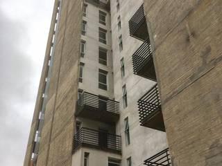 Edificio Marcos Paz 151:  de estilo industrial por Abertuc,Industrial