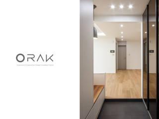 자양동 삼성아파트 / 32평형 아파트 인테리어: 오락디자인의  복도 & 현관