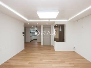 자양동 삼성아파트 / 32평형 아파트 인테리어: 오락디자인의  거실