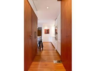 Apartamento 0: Cocinas de estilo  de Iria Comoxo Estudio