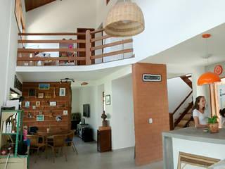 Residência Caravelas do Peró - Cabo Frio, RJ Salas de jantar rústicas por Oca Bio Arquitetura e Design Rústico