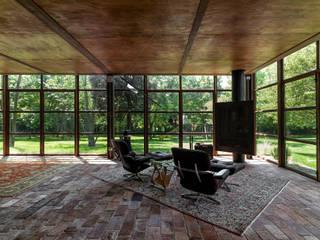 country house: Giardino d'inverno in stile  di zanon architetti associati