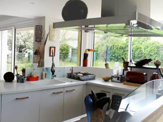 Réno et extension d'un pavillon des 80's: Cuisine de style de style Moderne par m.archi