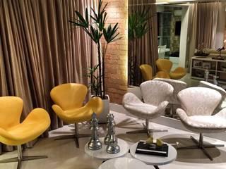 Salas de estar  por PILOTTIZ ARQUITETURA E DESIGN