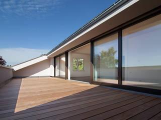FFM-ARCHITEKTEN. Tovar + Tovar PartGmbB Moderne balkons, veranda's en terrassen