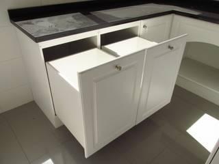 Cajón tolva para ropa:  de estilo  por ABS Diseños & Muebles