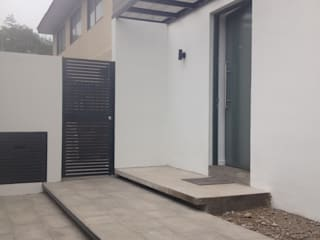 by [ER+] Arquitectura y Construcción Мінімалістичний