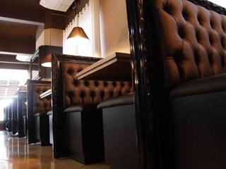 Restaurante Bier Haus Dewes Paredes e pisos rústicos por Bee arquitetura e design Rústico
