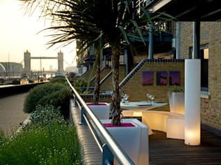 ROOF GARDEN IN WAPPING EAST LONDON Moderner Garten von Earth Designs Modern