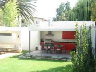 Mediterrane balkons, veranda's en terrassen van [ER+] Arquitectura y Construcción Mediterraan