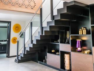 Koridor & Tangga Modern Oleh STUDIO COCOONS Modern