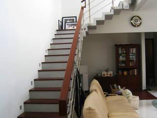 Kalibata House Koridor & Tangga Modern Oleh Ashari Architect Modern
