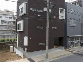 桜並木を望む家: 前田敦計画工房が手掛けた家です。