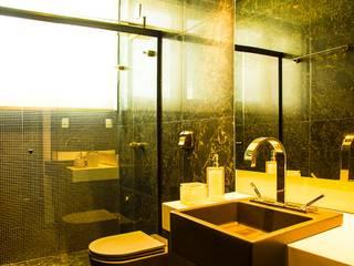 UM BANHEIRO PENSADO NOS MÍNIMOS DETALHES: Banheiros  por ARQUITETURA CARINE SACHETT,Moderno