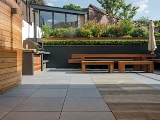 A Contemporary Terrace Garden Modern garden by Robert Hughes Garden Design Modern