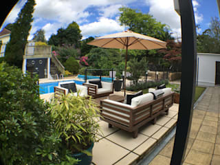 Garden with pool:  Garden by KD DESIGNS LTD