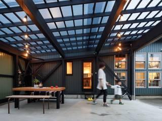 house-09(renovation) dwarf インダストリアルデザインの ガレージ・物置