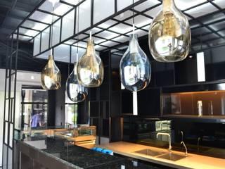 ร้านเบเกอรี่(กลางวัน)แอนด์ ไนท์คลับ ย่านสุุขุมวิท:   by Cnc. Interior Design