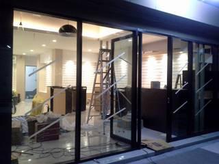 ร้านโชว์สินค้าแว่นตา:   by Cnc. Interior Design