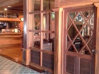 งานตกแต่งไม้จริงบ้านพักอาศัย:   by Cnc. Interior Design