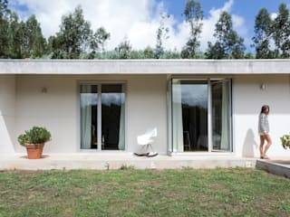 Single family home by Adriana Martínez