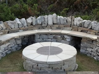 Highlands firepit Rustic style garden by Lithic Fire Rustic