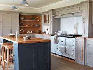 Kitchen by NAKED Kitchens, Country
