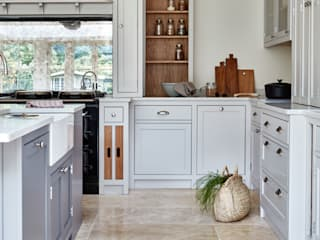 Norfolk Vicarage Cocinas de estilo rural de NAKED Kitchens Rural