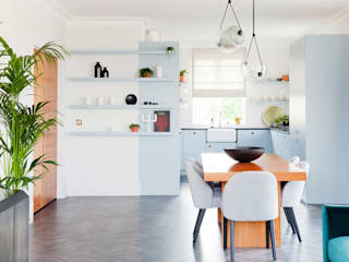Kitchen by NAKED Kitchens, Modern